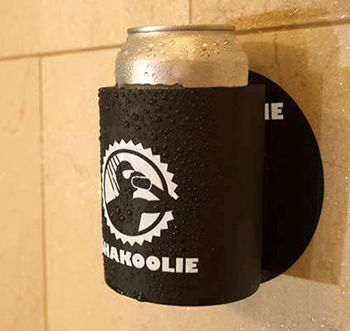 Cervejeiro de verdade leva a gelada até para o banho