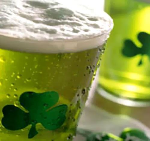 Muita cerveja verde no dia de Saint Patrick's day. Saiba onde comemorar