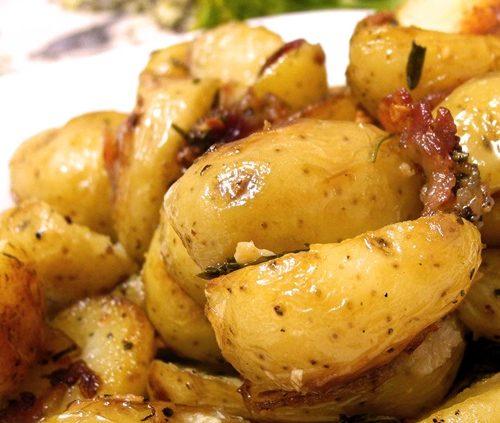 batatas-rusticas-com-alecrim-Petiscos-para-tomar-com-cerveja-que-você-pode-fazer-em-casa